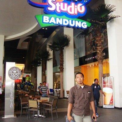 Hendri On Twitter I M At Bakso Enggal Malang Jl Dr Junjunan Terusan Pasteur Bandung Http T Co A6jeiee