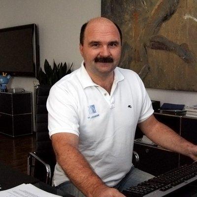 Dr. Roland Lukaschek