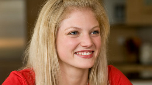 The 29-year old daughter of father Kevin Heine and mother Michelle Heine, 165 cm tall Cariba Heine in 2018 photo