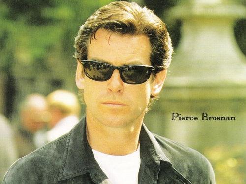 Pierce-Brosnan-Wallpap...