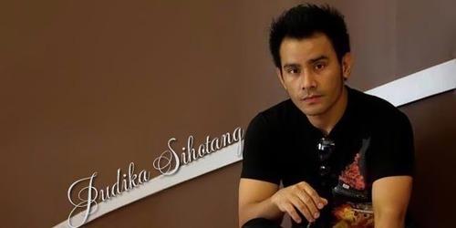Foto Lirik Lagu Judika Mama Papa Larang