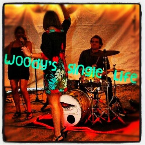 singles in woody ¡bienvenidoscreé este blog por mi amor por la buena música y las ganas de compartirlalo titulé entre woody y lee porque soy un gran fanático de estos.