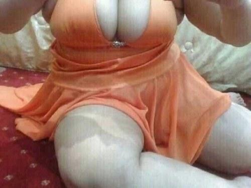 Turbanlı Arab kizinin yataktaki seksi dansi  Porno