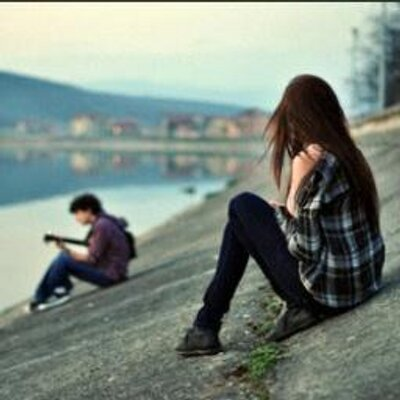 Resultado de imagem para garota solitaria