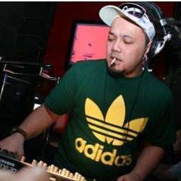 Dj agung dj boim ghetto mc young g (rhythm) at blackudeta djarum.