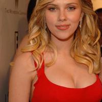 Scarlett Johansson (@Scarlett_Jo )