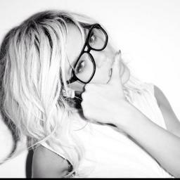 Rihanna_Navee