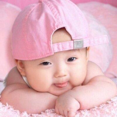 Bayi Lucu Imut Sur Twitter Bayi Berhenti Menangis Ketika Dengar
