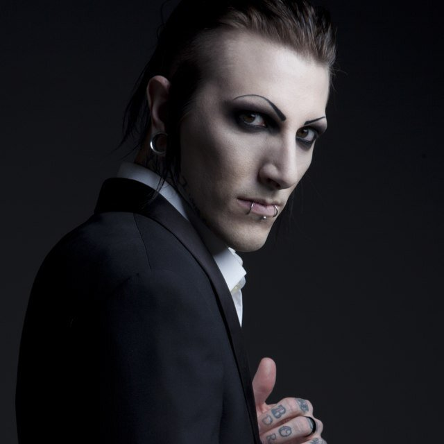 alex kohler and chris motionless are now dating