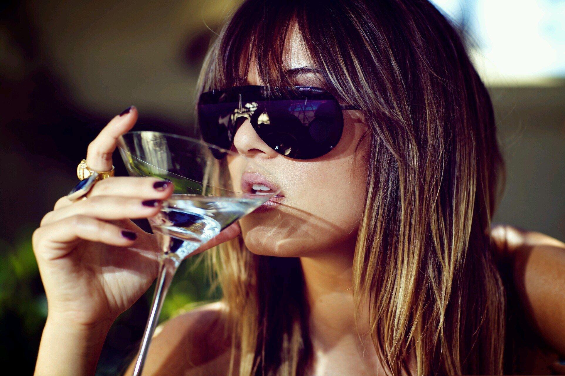 Картинки прикольные девушки выпивают