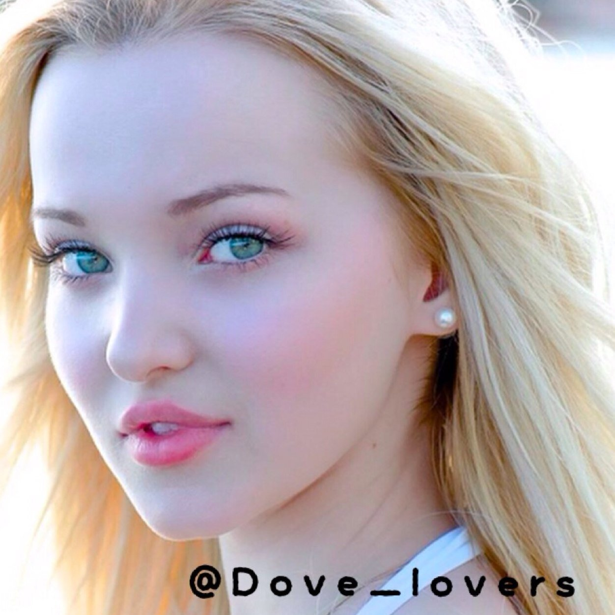 Dove Cameron Update (@Dove_lovers)