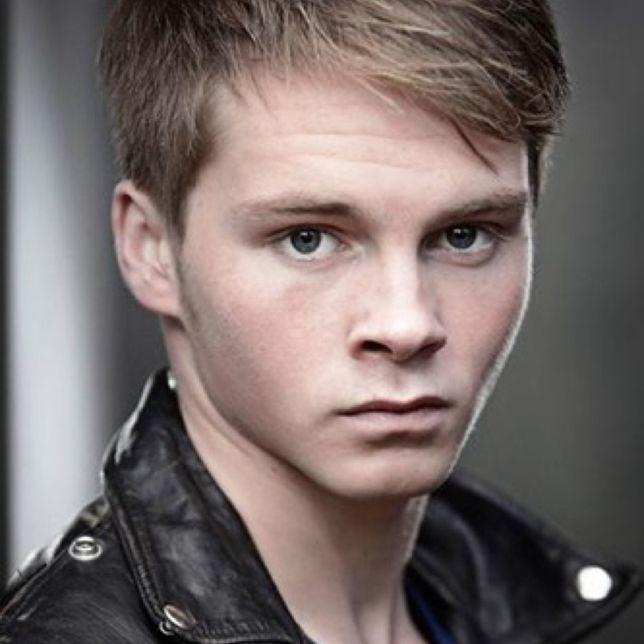 sam strike spider man