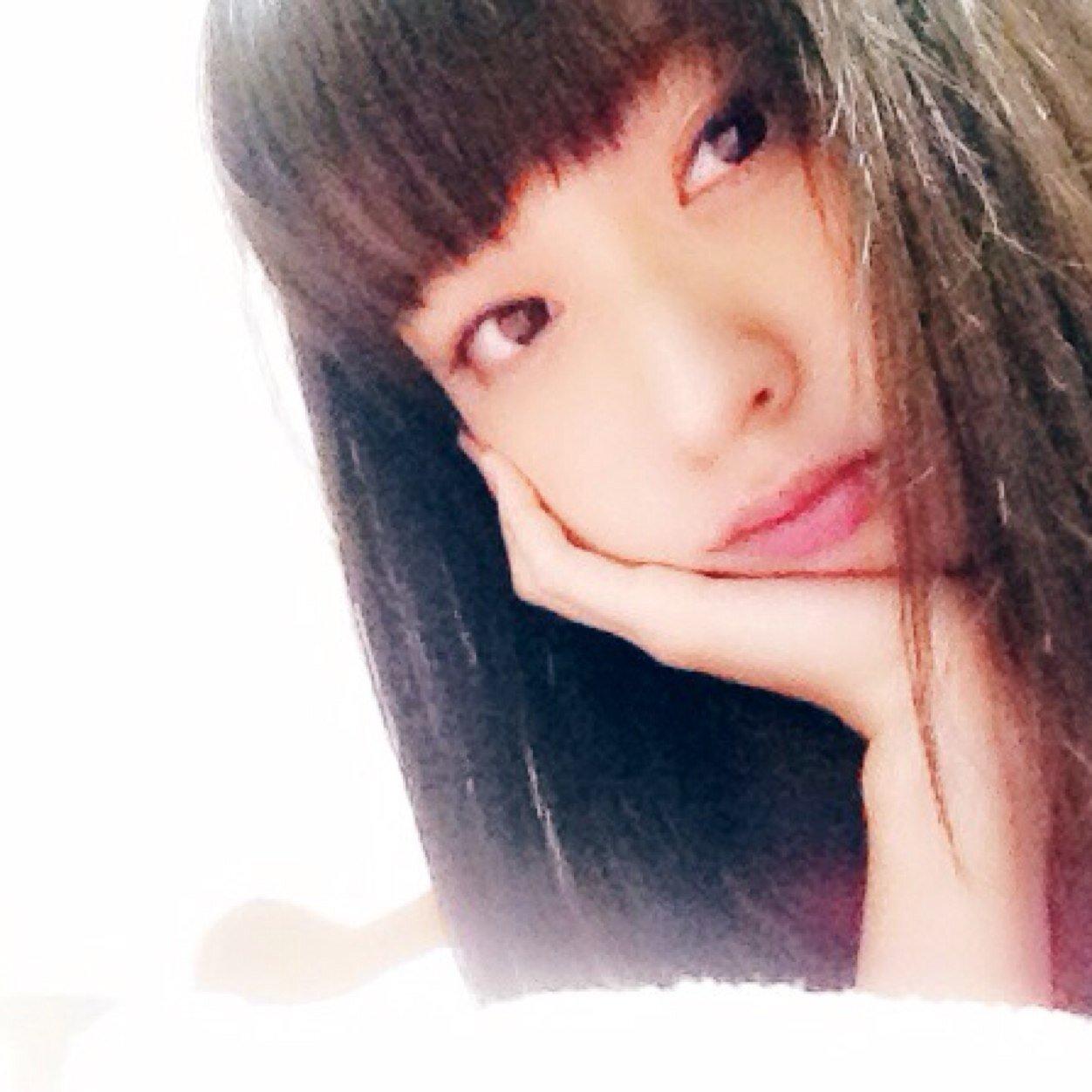 顔の肌がきれいな大谷澪さん