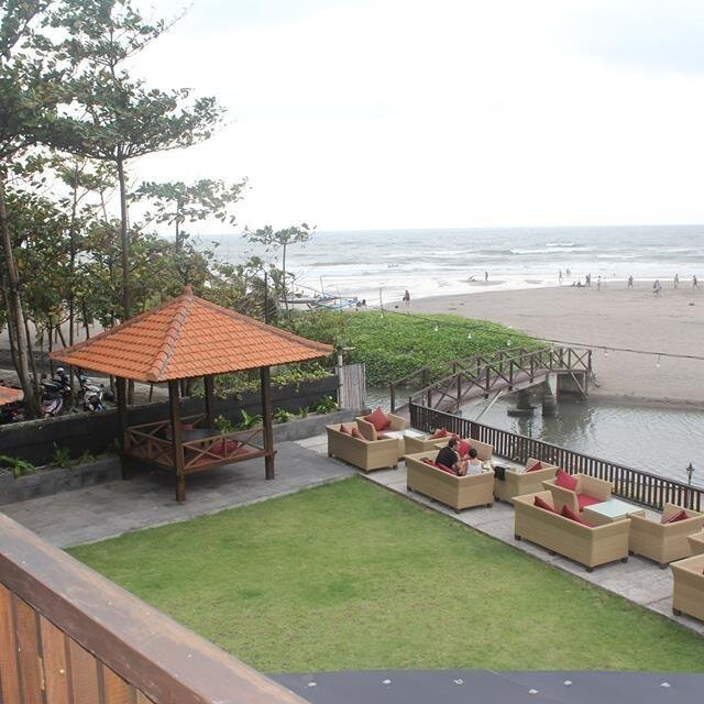 Mano Seaside Beach Club