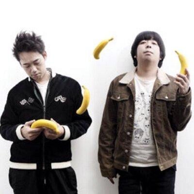 バナナを手にするバナナマンの壁紙