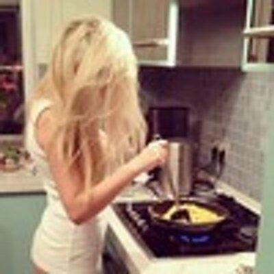 дома блондинки дома у плиты фото