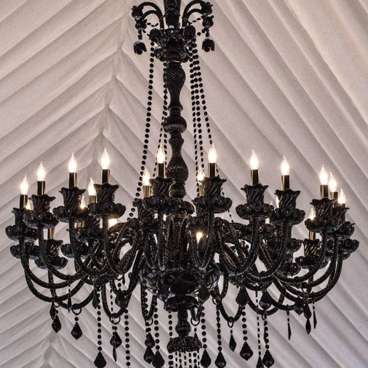 Black-Chandelier.com (@BlackChandelier)
