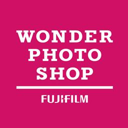 Wonder Photo Shop ワンダーフォトショップ 自分らしくアレンジ 新しい チェキ Instax Mini 11 には シャッターボタンをアレンジできるアクセサリーが付いていています キラキラかわいい ジュエル タイプ と 暗いところで光る グロー