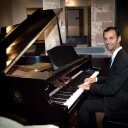 Oscar Pascasio (pianista y compositor) En 2016 recibe el galardón Akademia Music Awards en la categoría Mejor Álbum Instrumental por su disco La ribera del Pisuerga. Con sede en Los Ángeles, Estados Unidos, estos galardones reconocen la excelencia musical a nivel mundial.
