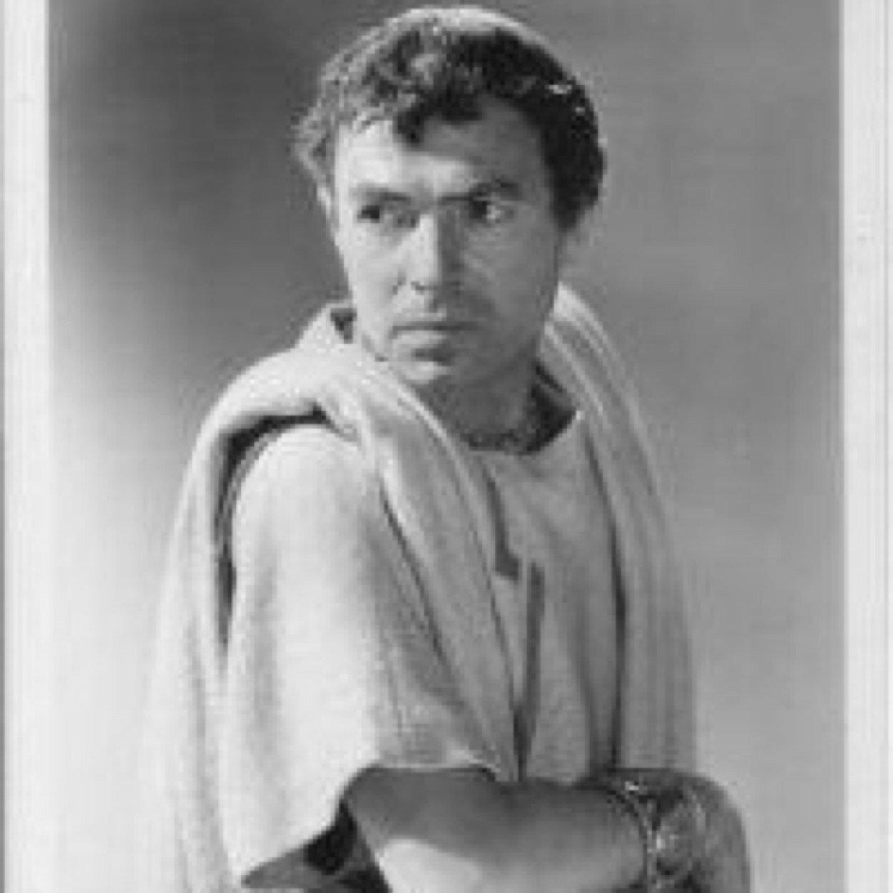 biography of julios caesar essay Procedente de una de las más antiguas familias del patriciado romano, los julios, cayo julio césar fue educado esmeradamente con maestros griegos.