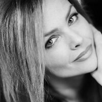 Dina Meyer | Social Profile