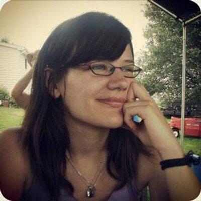 Emily Reviews (@EmilyReviewsCom) Twitter profile photo