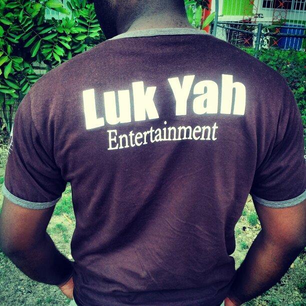lukyah_apparel/enter