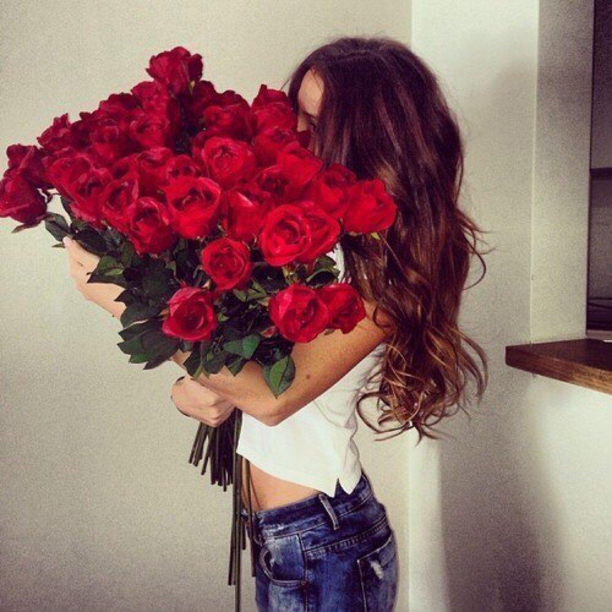Картинки вид сзади девушки с розами