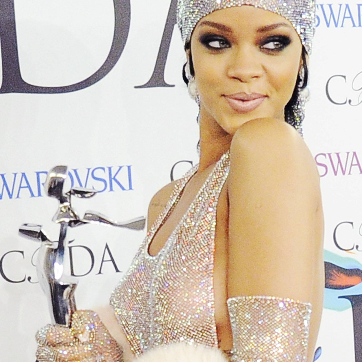 Rihanna News And Photos: Rihanna News (@NavyNews)