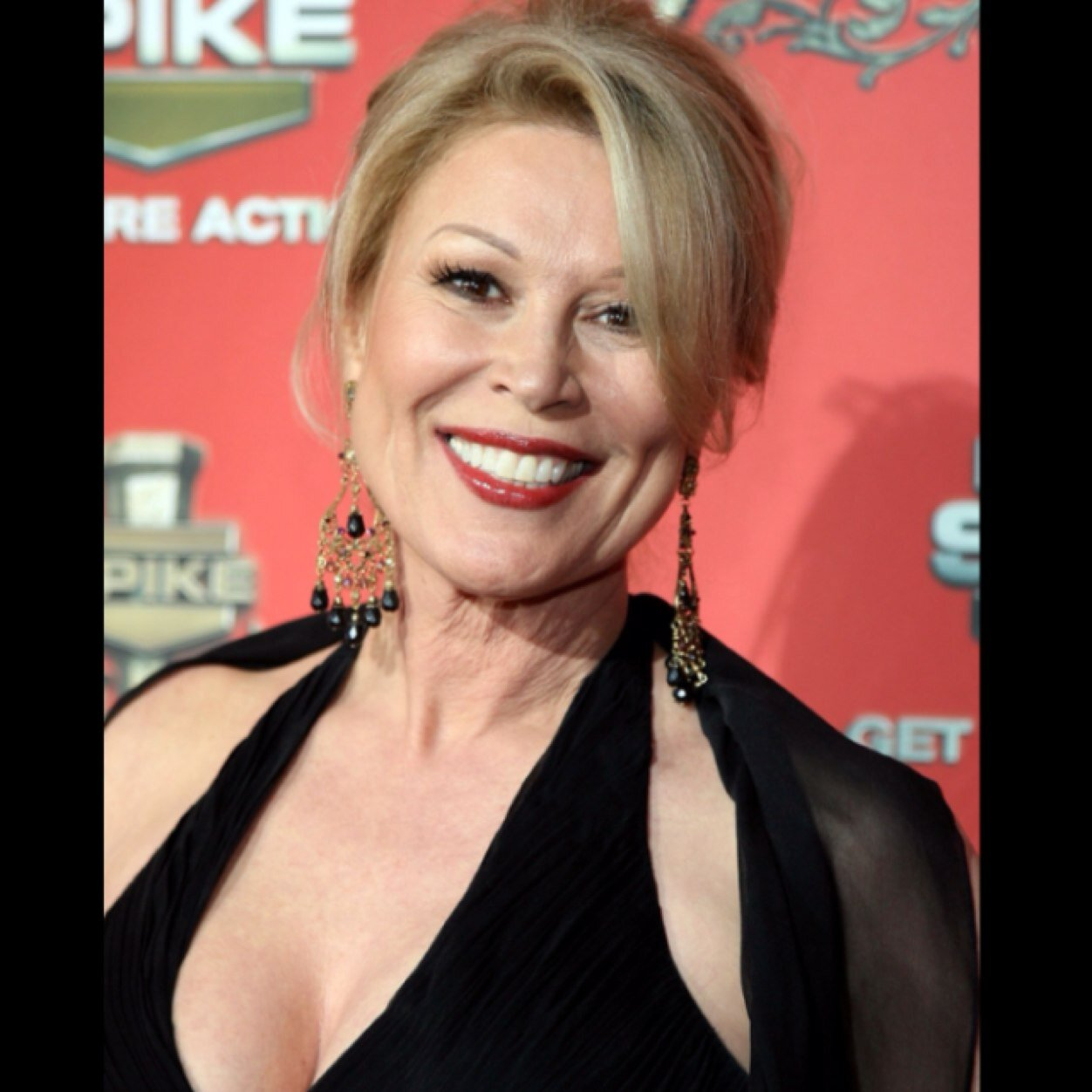 Leslie Easterbrook earned a  million dollar salary, leaving the net worth at 2 million in 2017
