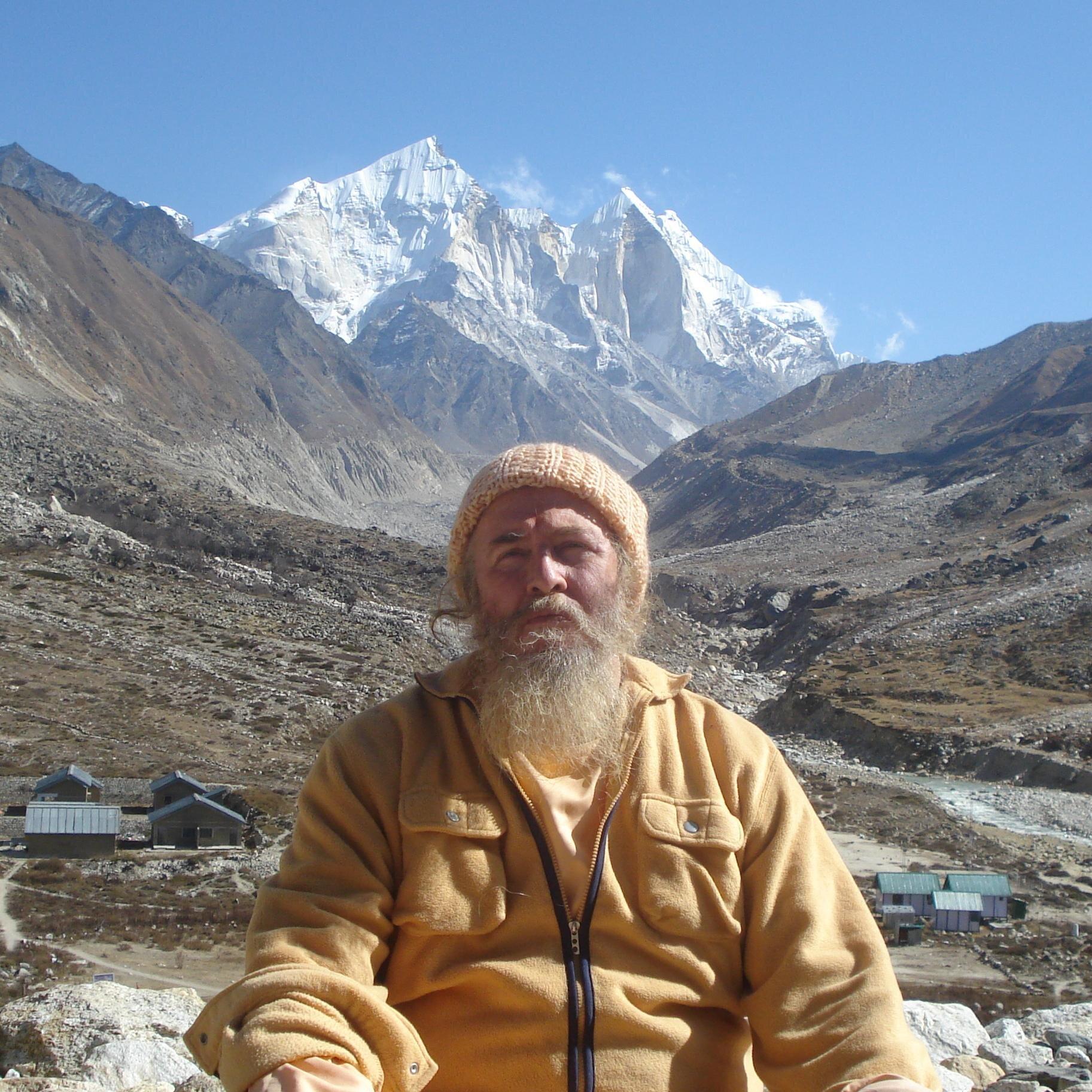 Les Gurus Hindous vivant actuellement en Inde IZpJH8gY