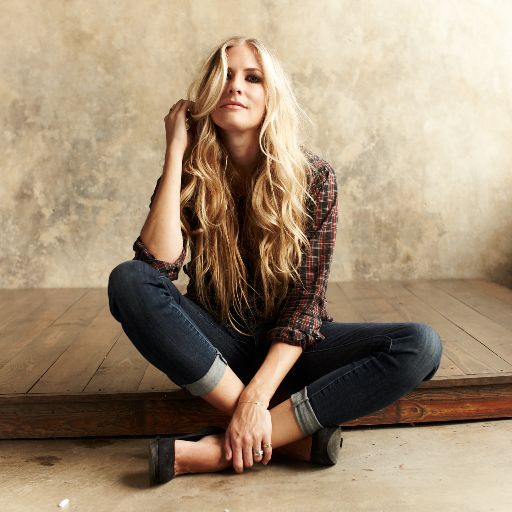 Holly Williams Social Profile