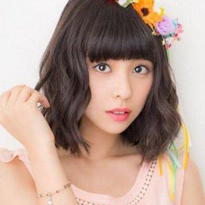 カラフルな花冠を付けている田中美麗