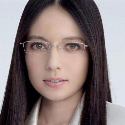 メガネをかけて知的美人のベッキー