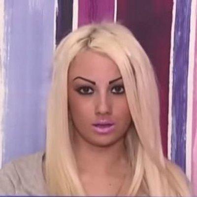 """Marina la Kalaaash on Twitter: """"Moi quand je vois vos tweets méchants  http://t.co/CT1uSrRduq"""""""