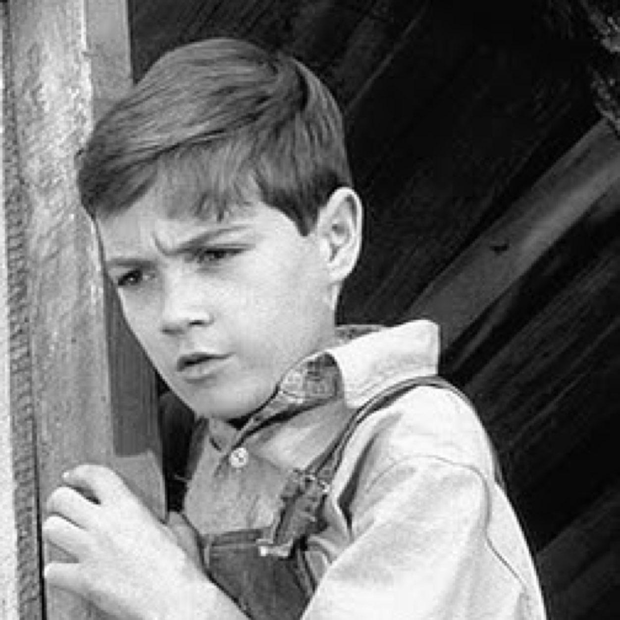 the effect of scout finchs naivete The young scout finch, from to kill a mockingbird, by harper lee, is one of american literature's most iconic and unforgettable fictional charactersthe book deals with issues of racial injustice and gender roles in the american south.