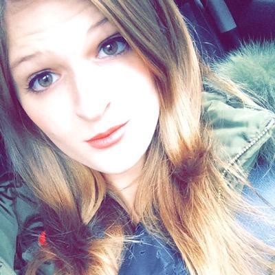 Emily Blank (@pinkaholic100) Twitter profile photo