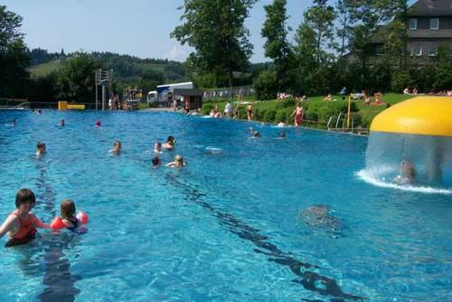Schwimmbadwinterberg schwimmbad twitter for Schwimmbad becken