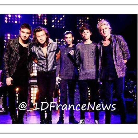 one direction france on twitter harry avec des fans. Black Bedroom Furniture Sets. Home Design Ideas
