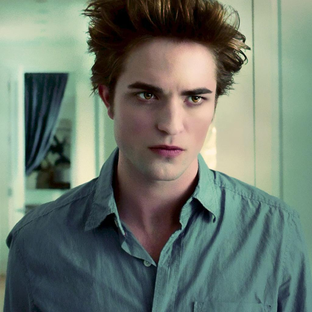 Robert Pattinson: Edward Cullen (@EdwardC_BR1)