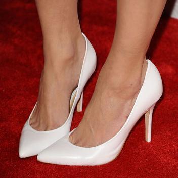 Pussy foot girks