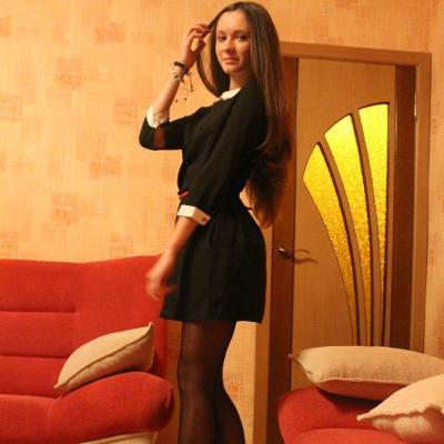 Фото девушки в платье и колготках