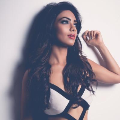 Pooja Banerjee's Twitter Profile Picture
