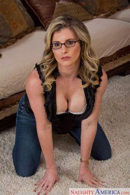 Curvy housewife melanie hicks is banging a lucky geek - 1 part 9