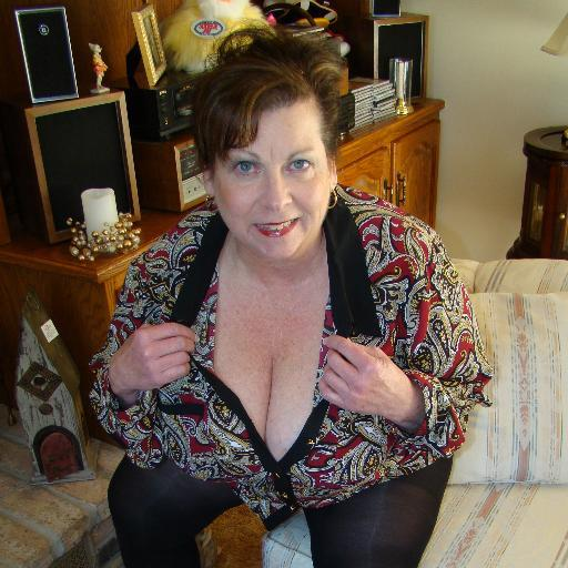 Southern Charms displays nude photos and videos of amateur