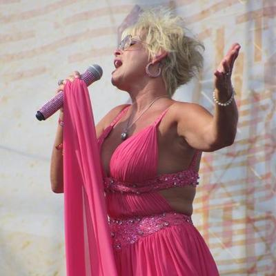 Lorrie Morgan Biography - Facts, Childhood, Family Life & Achievements of  Singer