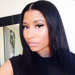 minaj selfie Nicki