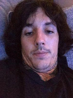 pictures of oliver sykes naked