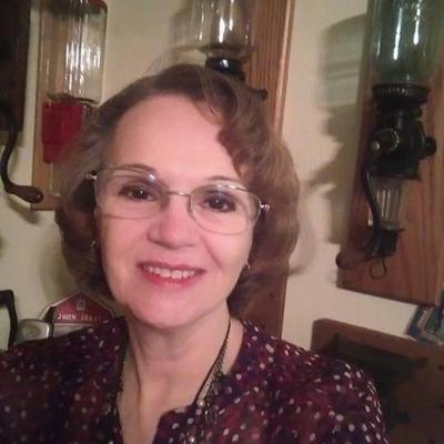 Liz Smith (@dzytwit) Twitter profile photo