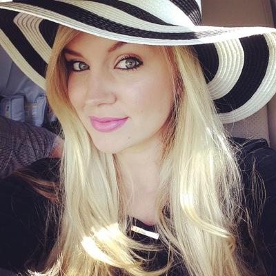 Tiffany Thornton | Social Profile
